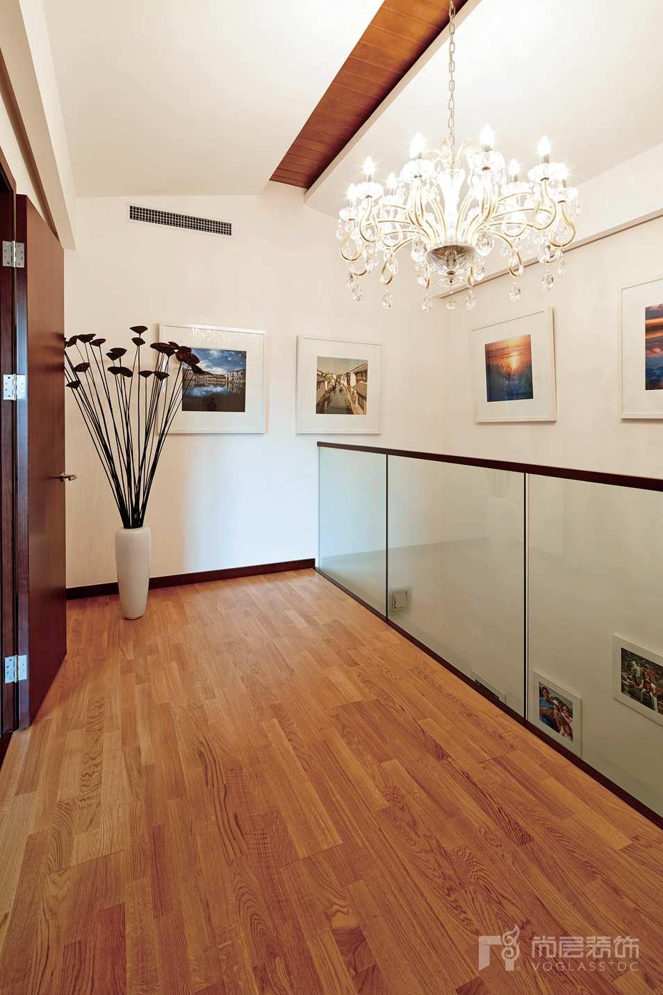 香江别墅装修墙上是赵先生的摄影作品展示