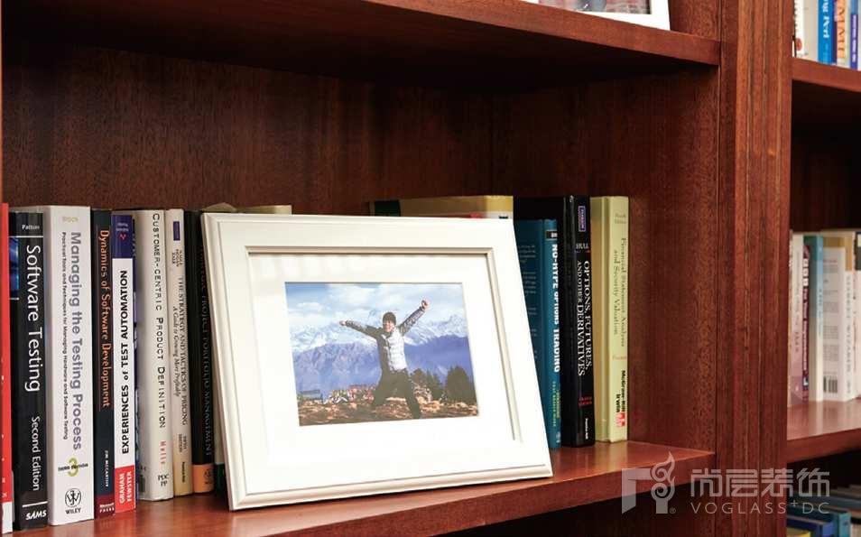 万通新新家园别墅装修书房的配饰