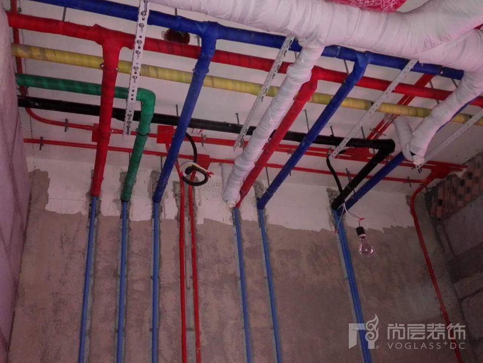 尚层装饰施工现场水管保护