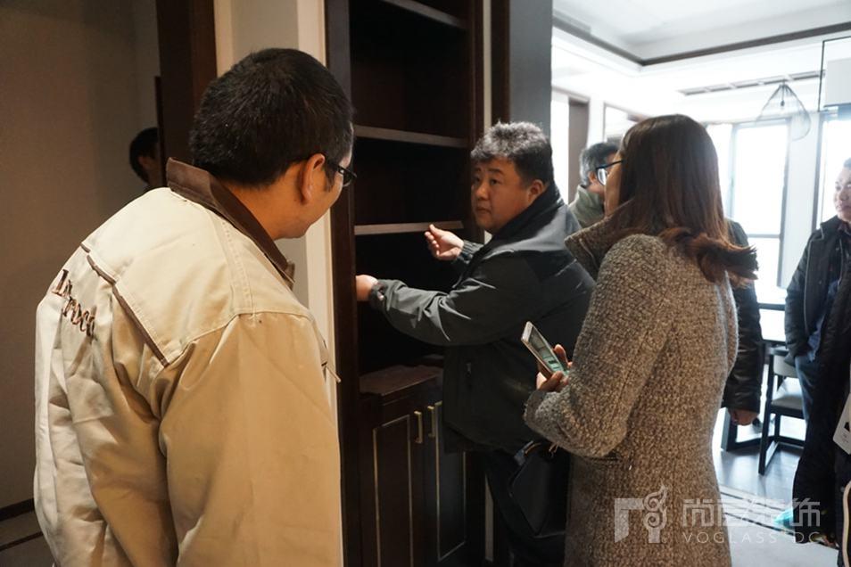 尚层装饰-门厅活动柜体检查