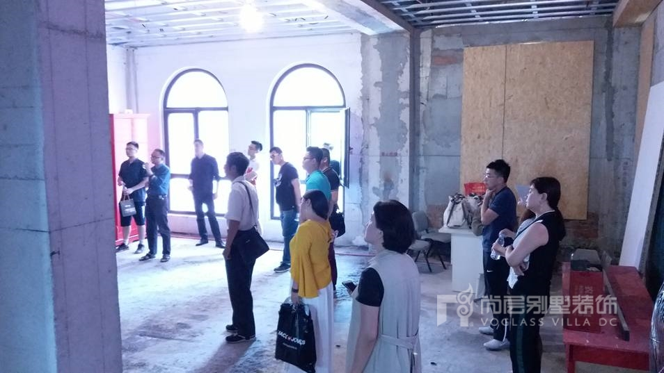 尚层装饰工地开放日活动迎来20多位别墅业主的参与