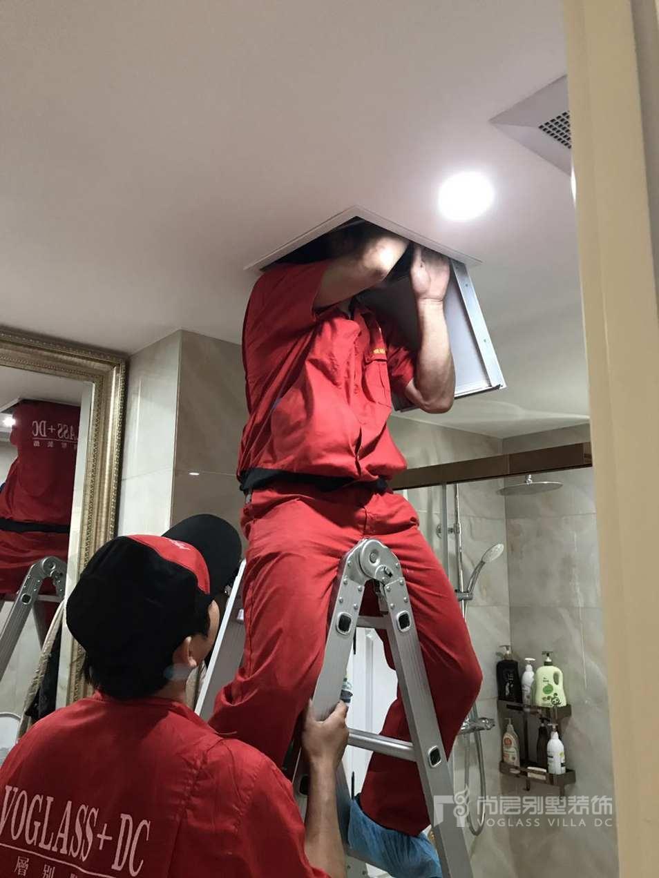 尚层工作人员检修口内设备维护