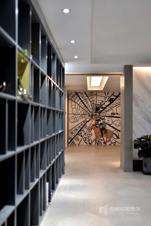 300平方米别墅设计案例-过廊实景图