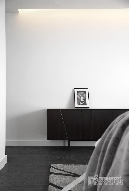 卧室黑白灰装修设计实景图