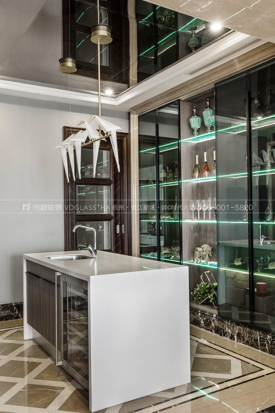 现代轻奢风格软装案例-厨房实景图-尚层软装