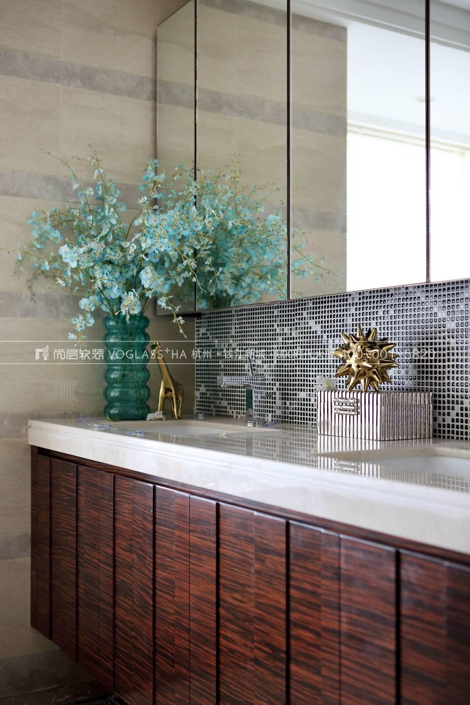 港式轻奢风格软装案例-卫浴间实景图-尚层软装